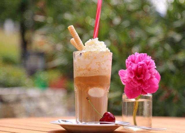 Mairs-Beerengarten-Eiskaffee.jpg