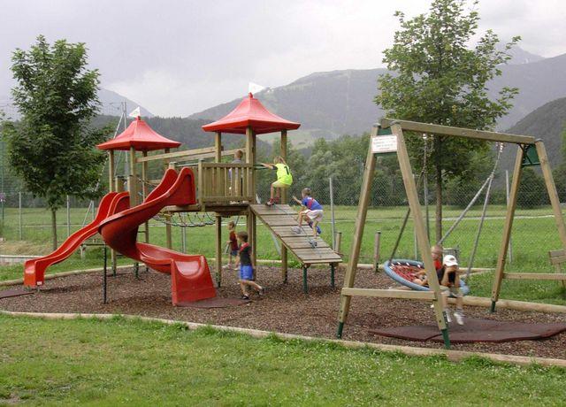 Sportplatz-Spielplatz.jpg