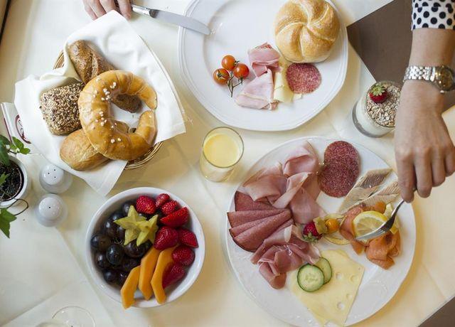 FruehstueckRestaurant-Defreggerstube.jpg