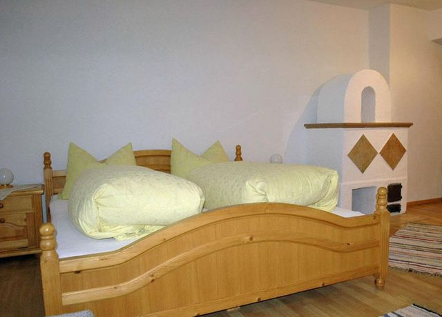 Doppelzimmer-im-Tiroler-Stil.jpg