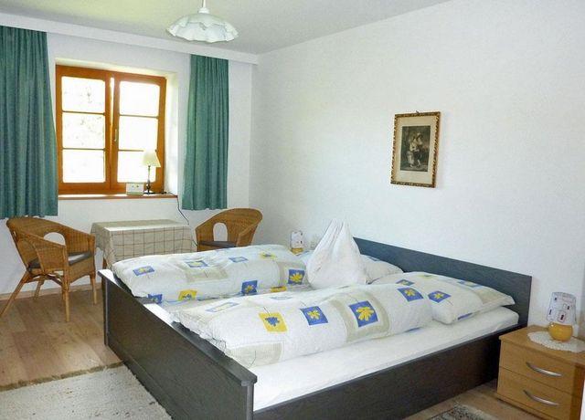 Gaestehaus-Simmering-Doppelzimmer.jpg
