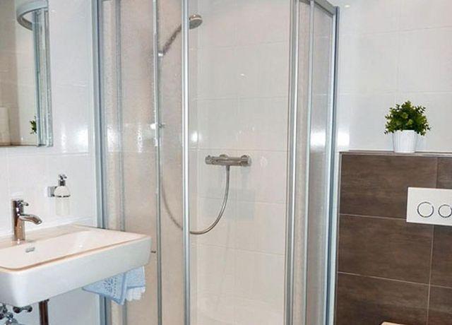 Gaestehaus-Simmering-DZ-Badezimmer.jpg