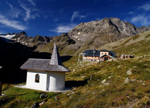 Westfalenhaus-mit-Kapelle.jpg