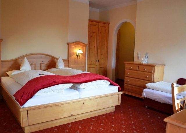 Dreibettzimmer-im-Hotel-Rietzer-Hof.jpg