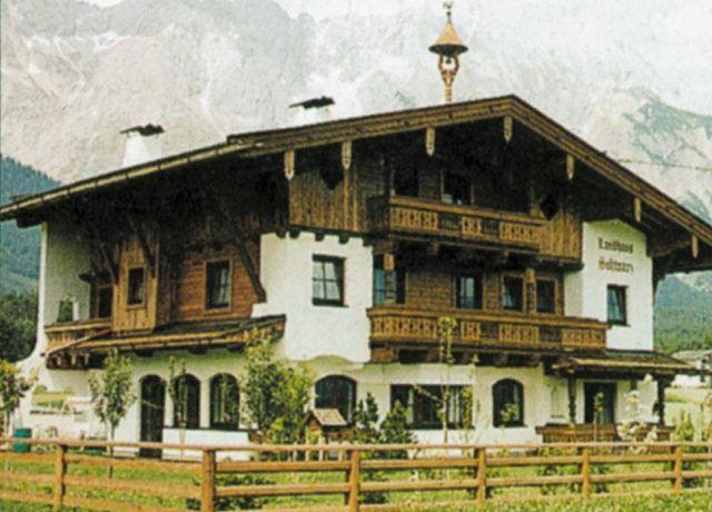 Landhaus-Schwarz.jpg