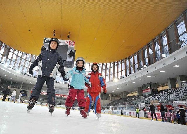 Olympiaworld-Eislaufen-Innen.jpg