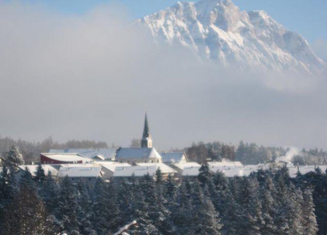Ansicht-Pfarrkirche-Obsteig.jpg