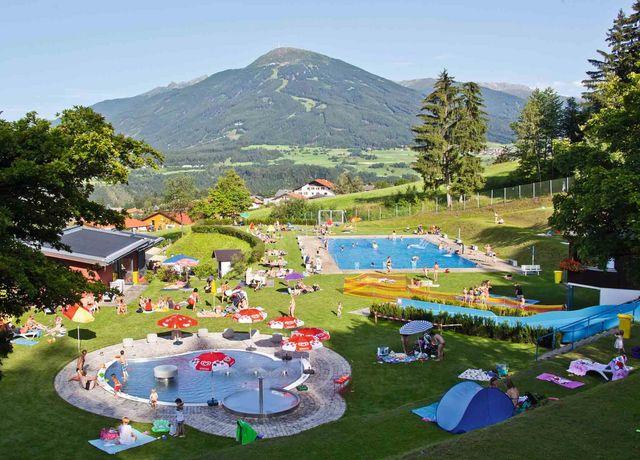 Freizeitzentrum-Mutters-mit-Schwimmbad.jpg