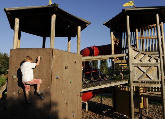 Widumanger-Telfs-Kinderspielplatz.jpg