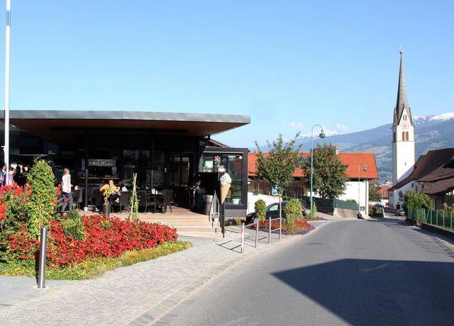 Cafe-Forum-2.jpg