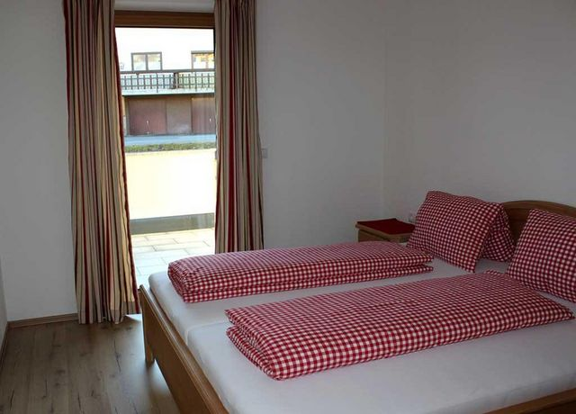 FeWo-Wiesenblick-Schlafzimmer-2.jpg