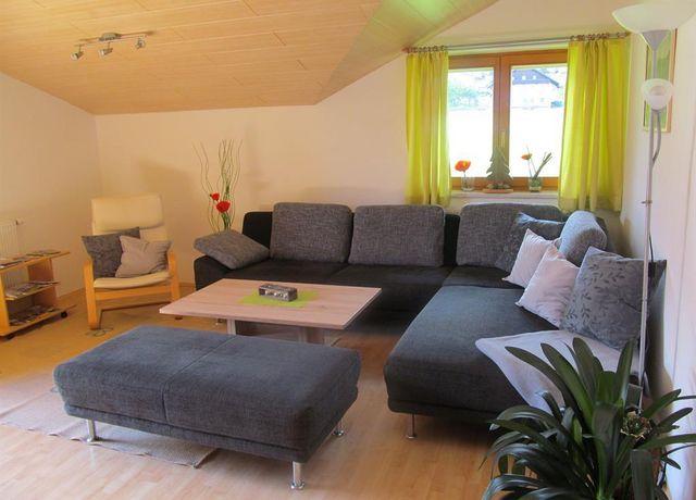 Wohnzimmer-m-Couch.jpg