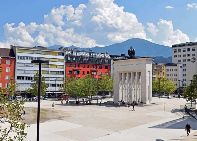 Lanhausplatz.jpg