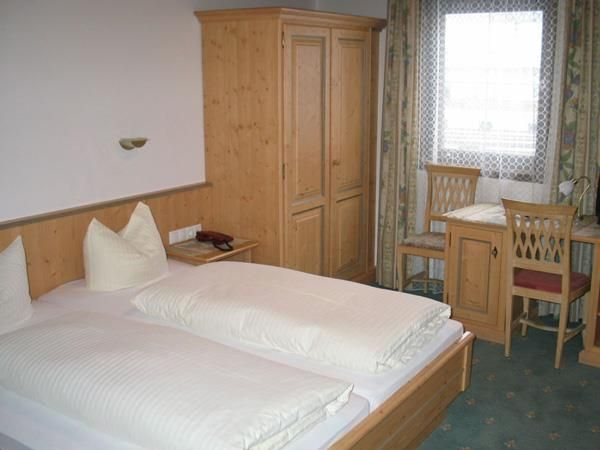 Hotel-Munde-Bsp-Dreibettzimmer.jpg