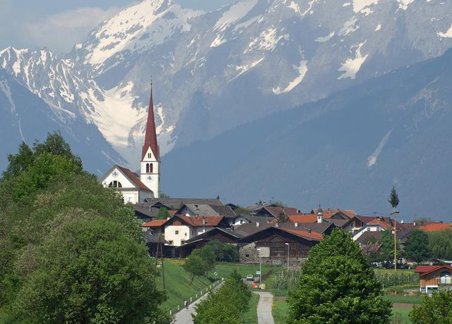 Pfarrkirche-zur-Hl-Margaretha.jpg