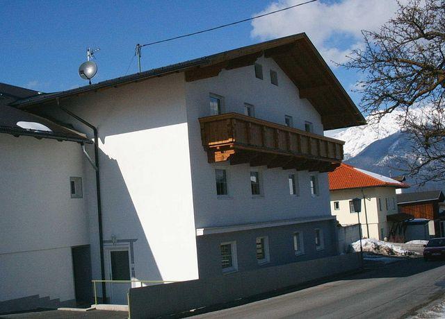 Gruenfelder-Landhaus-Winter.jpg