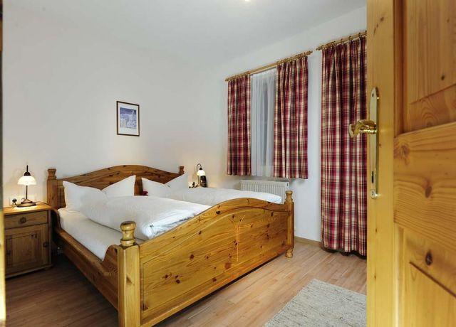 Ferienwohnung-Patscherkofel-Schlafzimmer.jpg