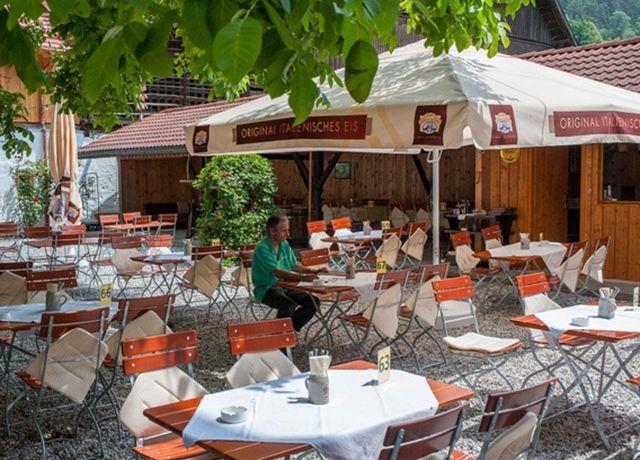 Gastgarten-im-Mellaunerhof.jpg