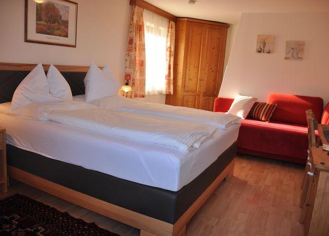 Haus-Alpenblick-Schlafzimmer.jpg