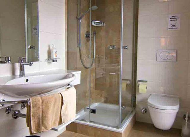 Laerchenwald-Badezimmer.jpg