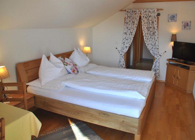 Gaestehaus-Alpenblick-Doppelzimmer.jpg