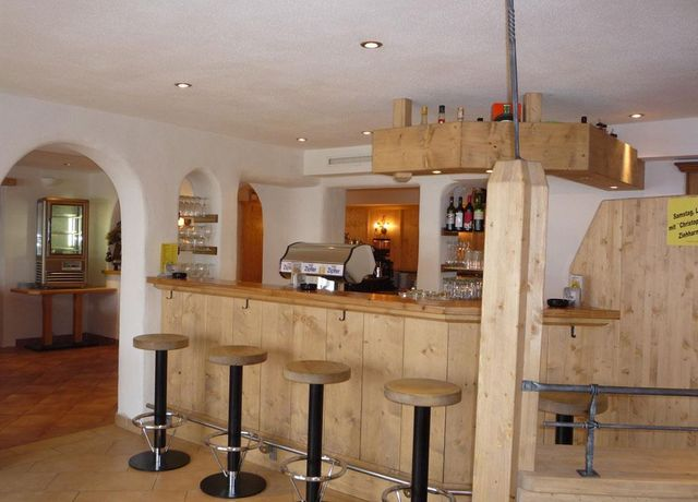 Cafe-Gruenfelder.jpg
