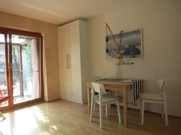 Apartement-Studio-Innsbruck-Tisch.jpg