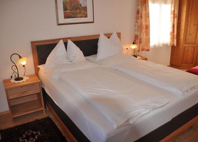 Haus-Alpenblick-Schlafzimmer-1.jpg