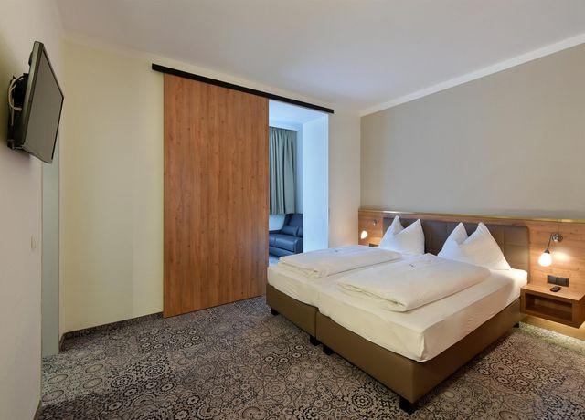 Room-PicturesRoomFAM0.jpg