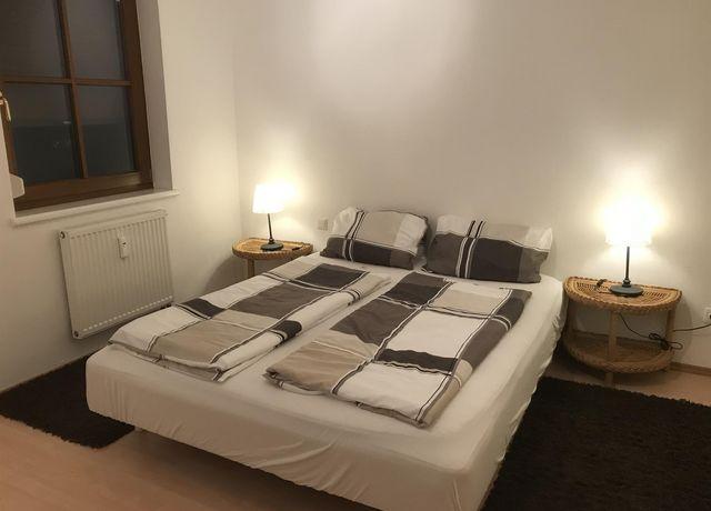 Bett-im-Schlafzimmer.jpg