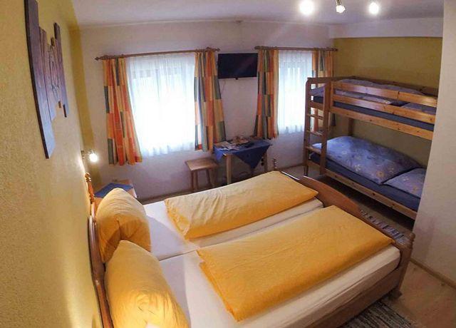 Haus-Falkner-Maria-Familienzimmer.jpg