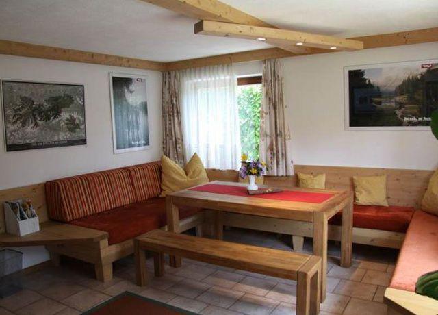 Haus-Thomas-FeWo-A-Wohnzimmer-mit-Esstisch.jpg