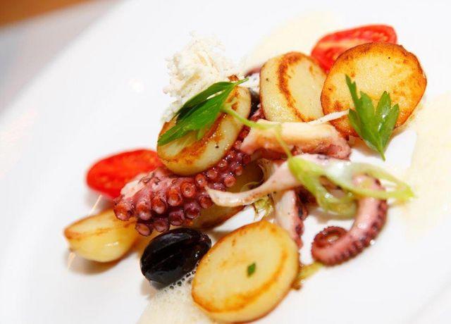 Sitzwohl-Restaurant-Bar-Fischgericht.jpg