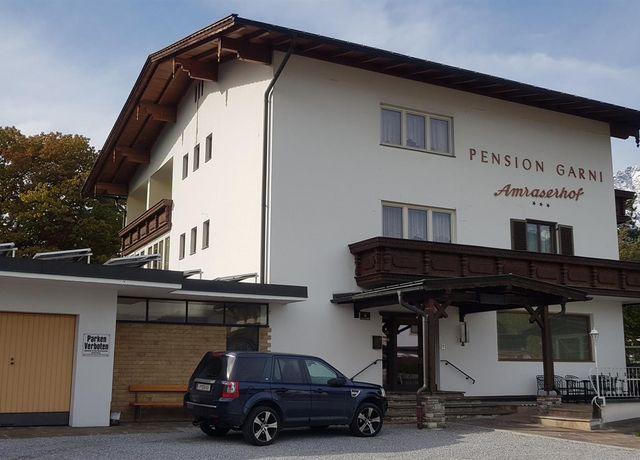 Pension-Amraserhof-Aussenansicht.jpg