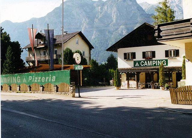 Eingang-Camping-Pizzeria.jpg