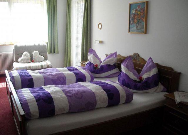 Landhaus-Waltraud-Bsp-Doppelzimmer.jpg