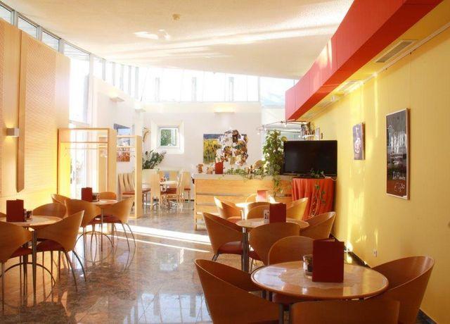 Cafe-Sanatorium-Rum-3-Martin-Duschek.jpg