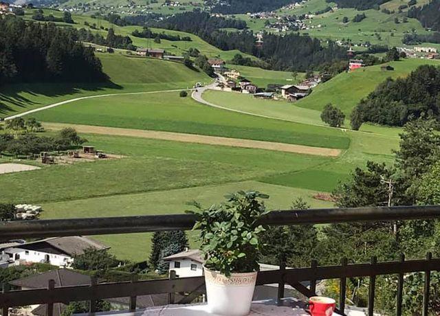 Waldsalettl-Aussicht-auf-Omes.jpg