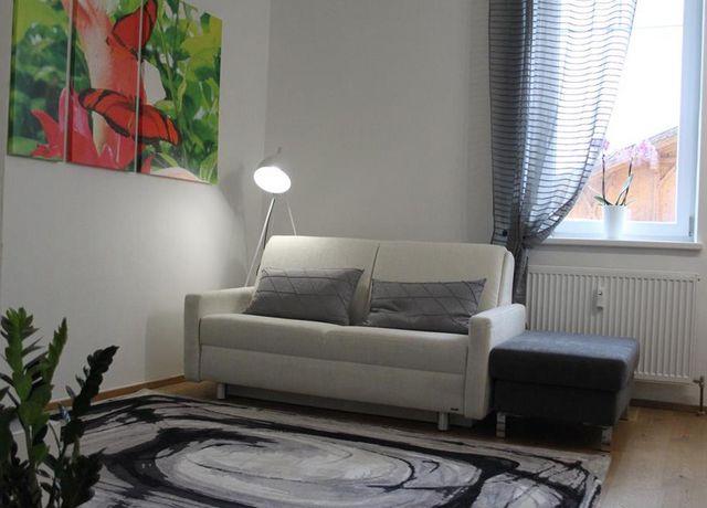 Wohnraum-mit-Couch.jpg