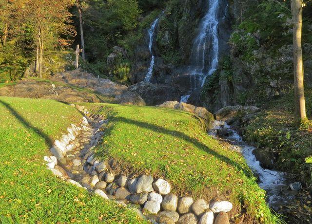 Naturspielplatz-Wasserfall-Silz.jpg