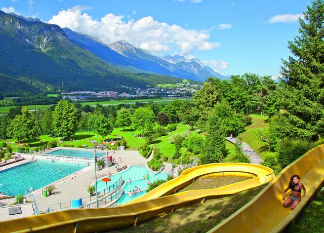 Wasserrutsche-im-Voelser-Badl.jpg