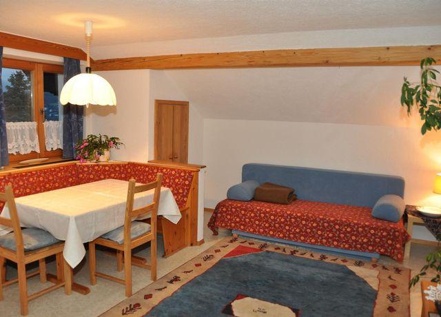Gaestehaus-Alpenblick-FW-Wohnraum.jpg