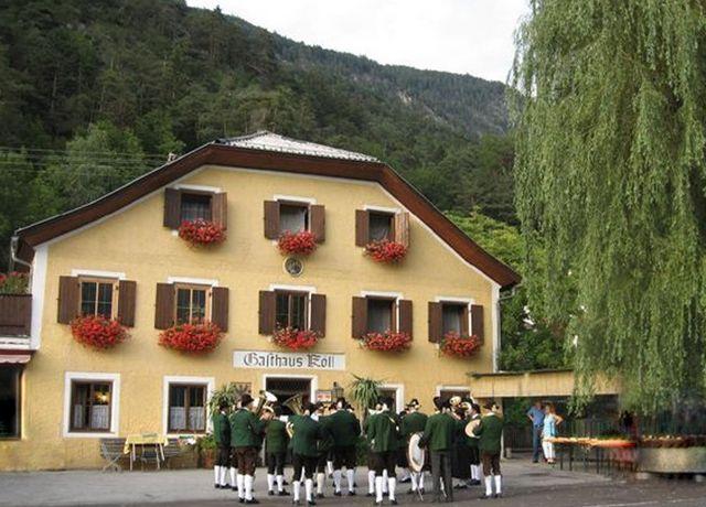 Gasthof-Koell-Musik-Kunst-am-Hof.jpg