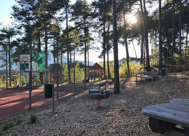Kinderspielplatz-in-der-Sonnensiedlung-in-Telfs.jpg