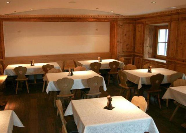 Restaurant-Weiss-Gaststube.jpg