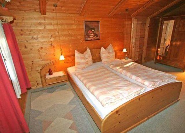 Blockhaus-Waldner-Bsp-1-Schlafzimmer.jpg