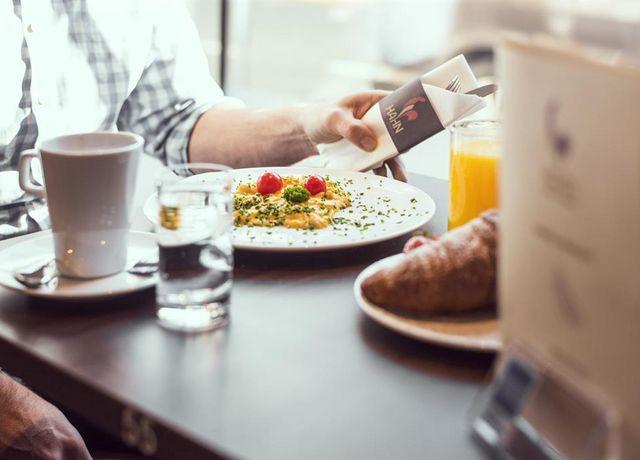 Ei-Hahn-Coffe-Breakfast.jpg