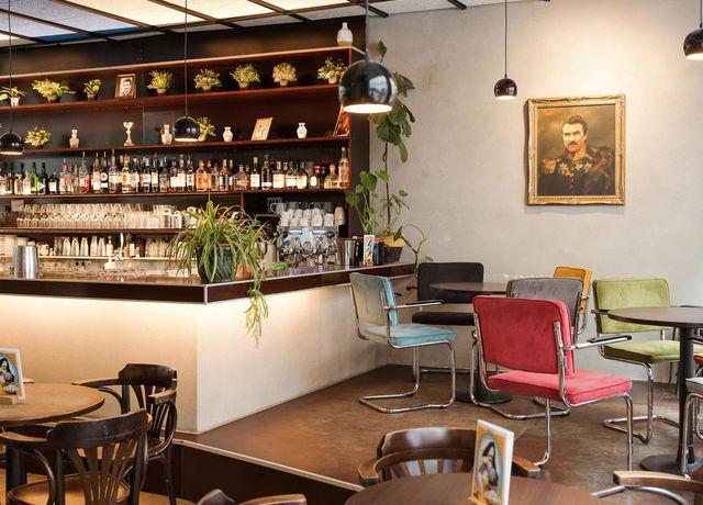 Moustache-Caf-Bar-Sitzmoeglichkeiten.jpg