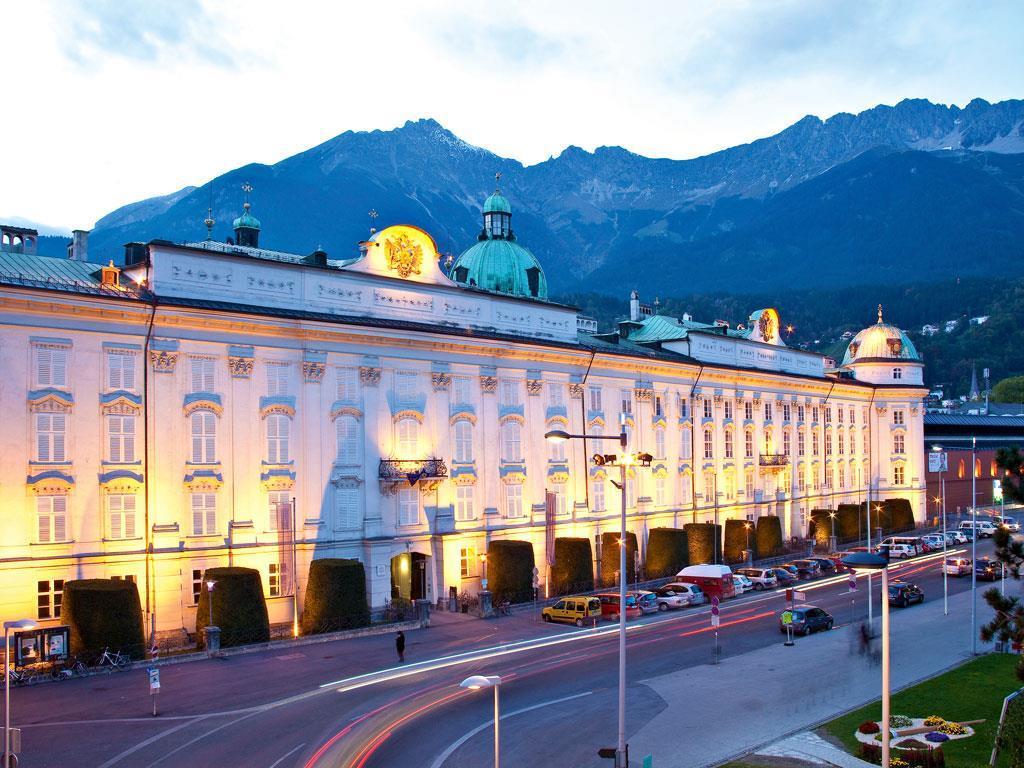Hofburg in der Dämmerung