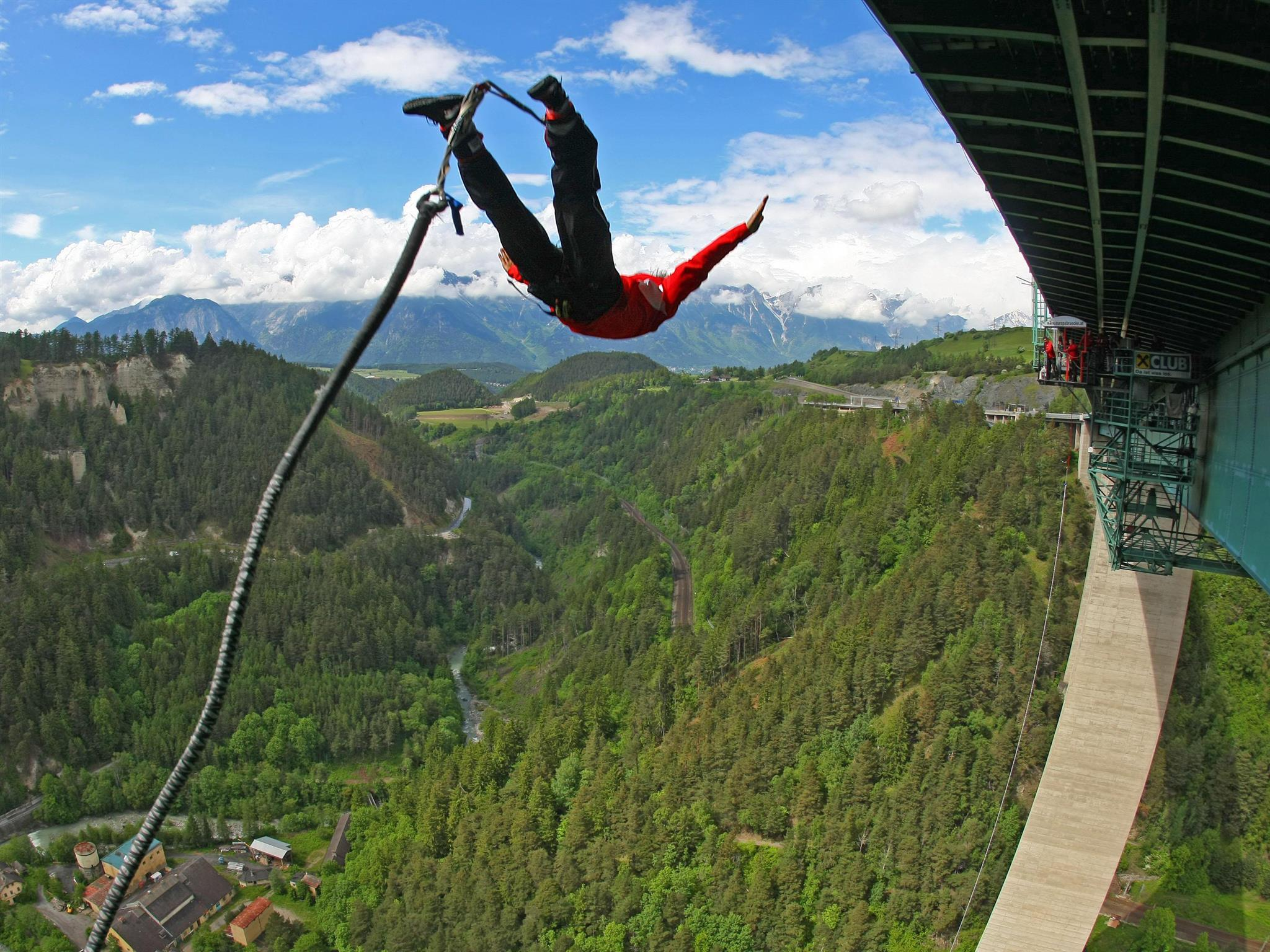Jumping europabrücke bungee FIVE HIGHEST